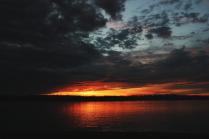 Небо спрятало в тучах закат