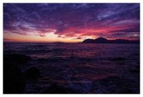 Закат на морском берегу.
