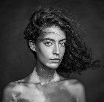 портрет девушки с витилиго