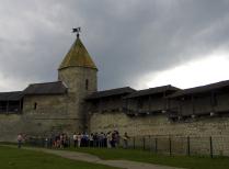 И тысячи лет спустя людей защитят эти стены...
