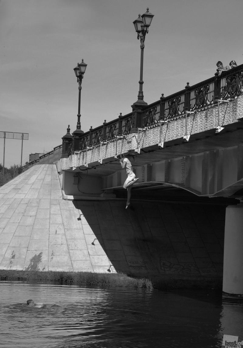 ..... и с моста прыгнет.