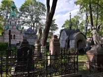 На старом кладбище