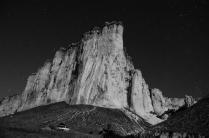 Темная ночь под Белой скалой