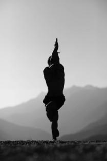 Гарудасана - йога в горах