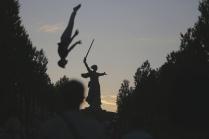 9 мая  в Волгограде. Уличный акробат