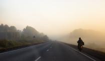 Мотоциклист в тумане