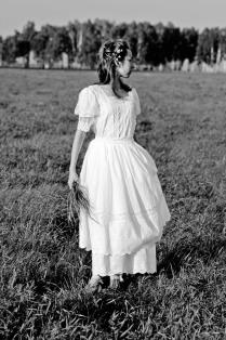 Русское поле, русская девушка