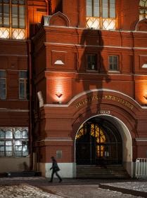 Ночь у музея