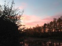 Рассветом небо задышало