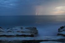 Молния в море.