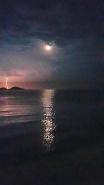 Молния в полнолуние