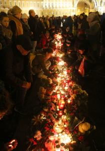 Акция памяти жертв авиакатастрофы Airbus A321 прошла на Дворцовой площади
