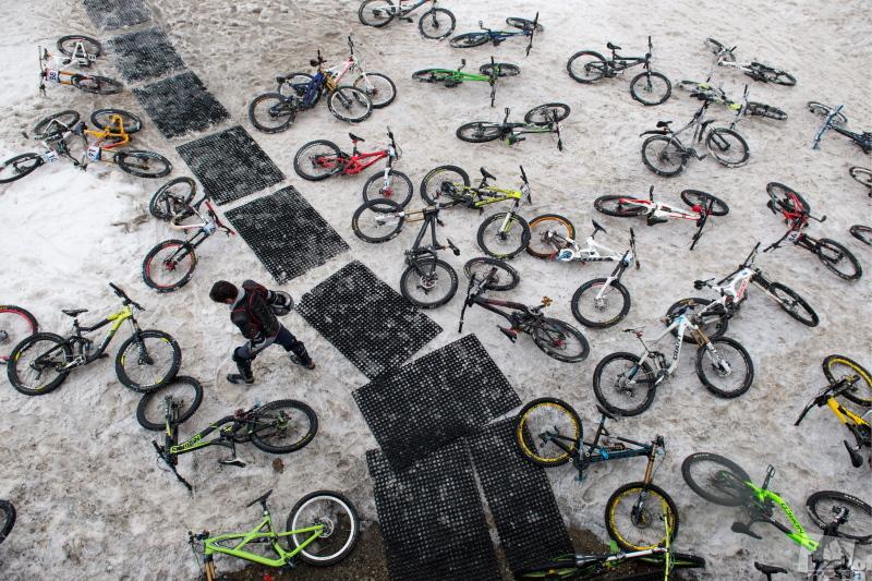"""Массовый спуск на велосипедах """"Мегалавина"""" в Сочи"""