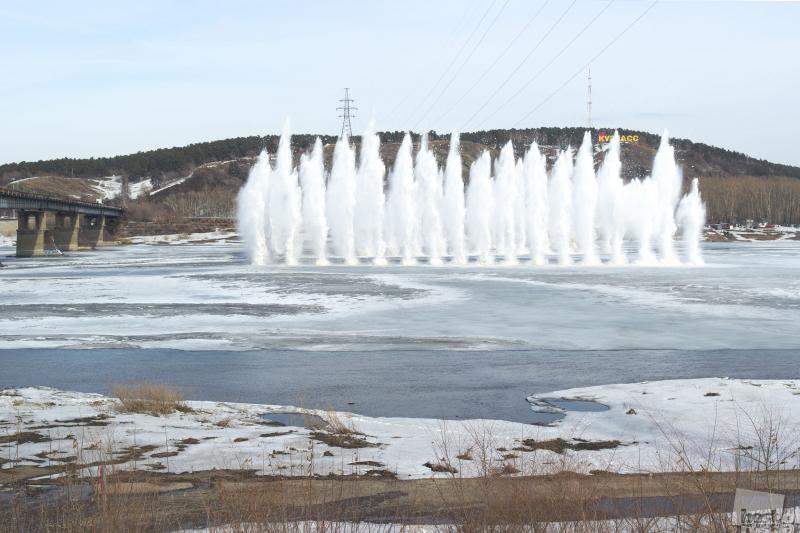 Взрыв льда на реке Томь, г. Кемерово.