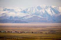 Село Мухор-Тархата и Южно-Чуйский хребет