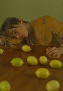 Портрет молодого человека с лимонами