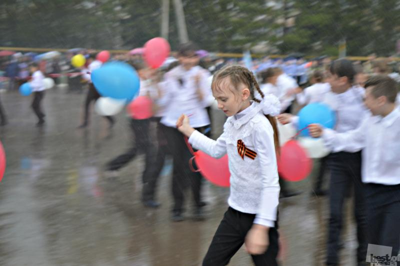 День Победы под проливным дождем.