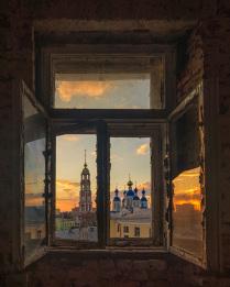 Взгляд сквозь старое окно