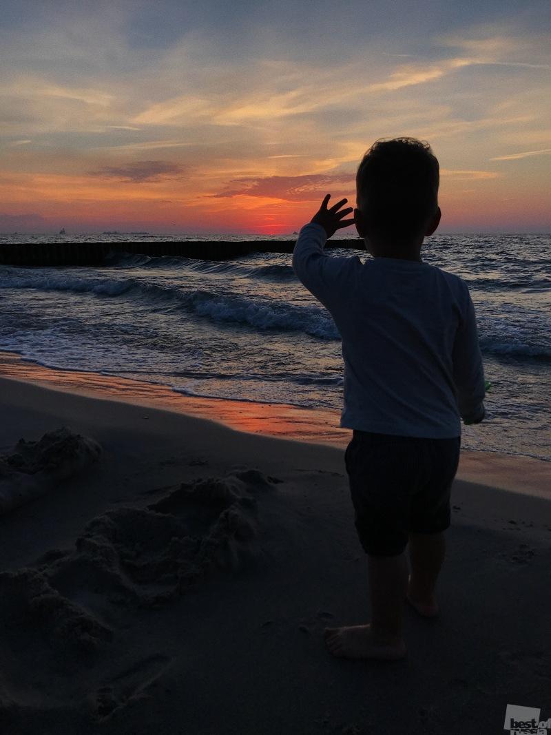 Прощаясь с закатом и морем