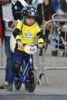 Мальчик на велосипеде.
