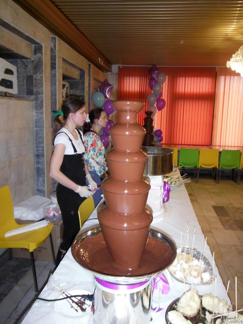 Девушки и шоколад