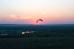 Навстречу закату: мотопарапланерист над Дивногорьем