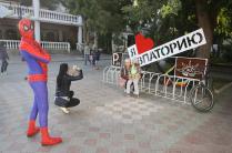 А вот Человек-паук давно признал Крым российским