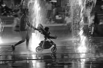 Человек с детской коляской