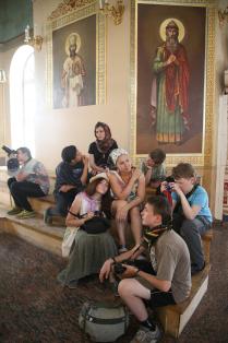 дети в церкви