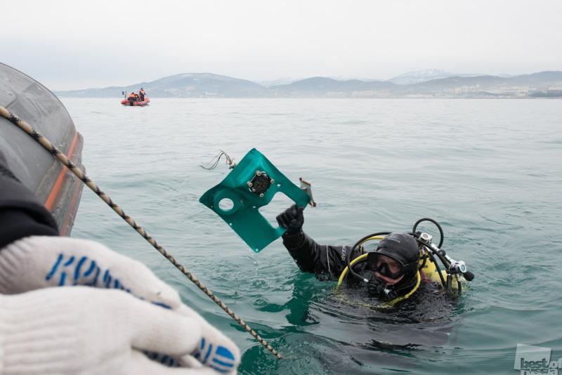 Поисково-спасательная операция на месте крушения самолета