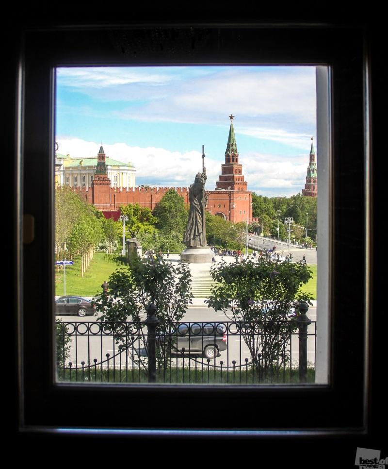 А из нашего окна...