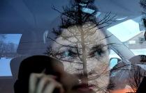 Девушка, автомобиль, телефон, зима, закат....