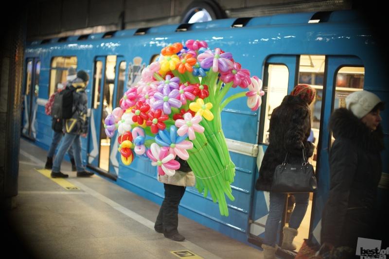 В метро. 8 Марта.
