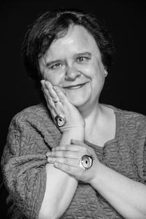 """Портрет женщины в рамках проекта """"Не смотреть, но видеть"""""""