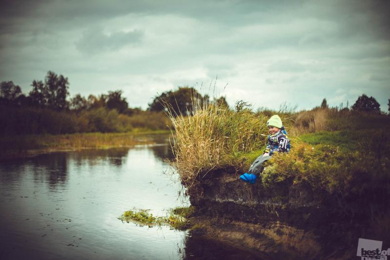 на реке