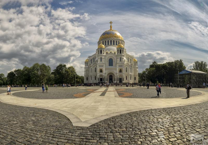На Якорной площади.