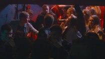 Подростки, запертые на лестичной клетке во время рейда наркополиции