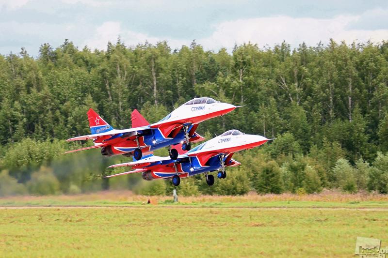 """Пилотажная группа """"Стрижи"""". Юбилей МиГ-29."""