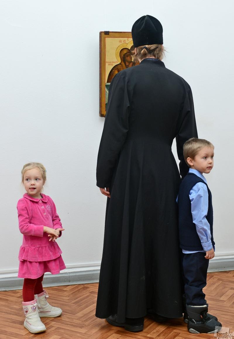 """Из серии """"Дети в музее"""""""