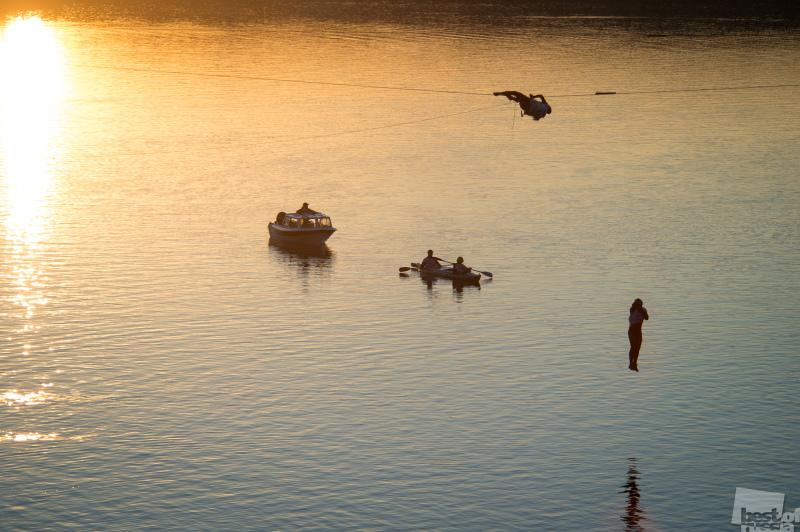Закат. Полёт. Вода