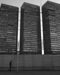 Стены, которые мы строим