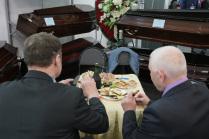 Обед похоронщиков