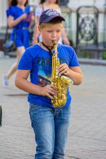 Юный саксофонист