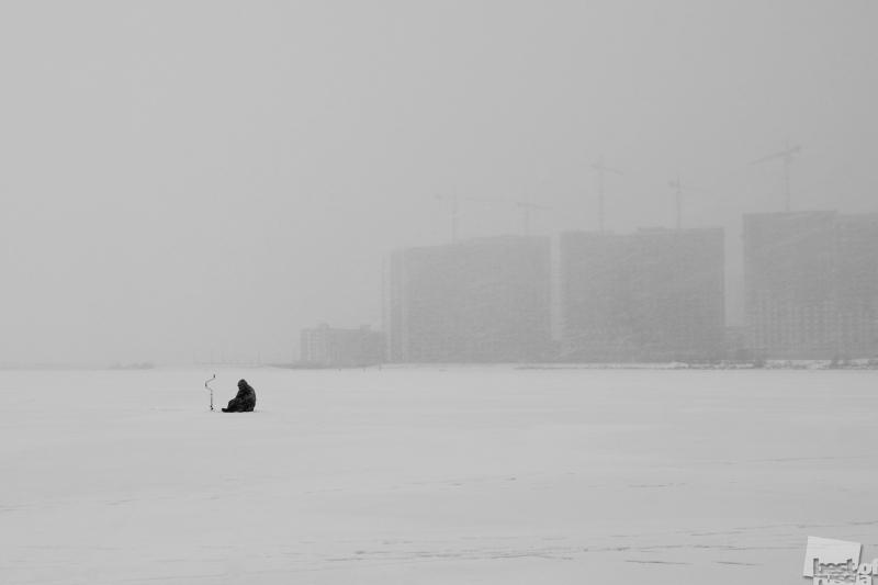 Рыбак на заливе