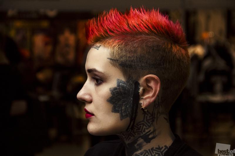 Татуированная девушка