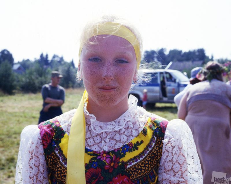 "Девушка на празднике карельского пирога ""Калитка"""