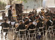 Исполнение под дождём