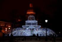 Новогодний фонтан у Исаакиевского собора