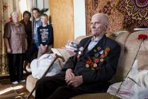 А дедушка у нас герой!