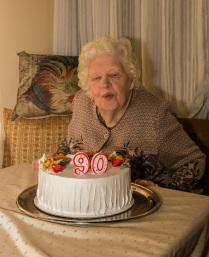 Моей маме - 90. Задуваем свечи и загадываем желание.